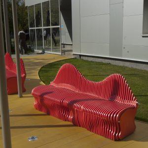 Параметрические скамейки на улице
